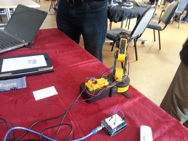 Raspberry Pi Arduino Robot Arm