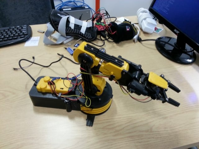 Robot Arm With Pincers