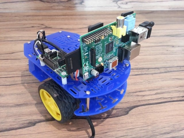 A Front Mounted Raspberry Pi Robot Camera | Average Maker