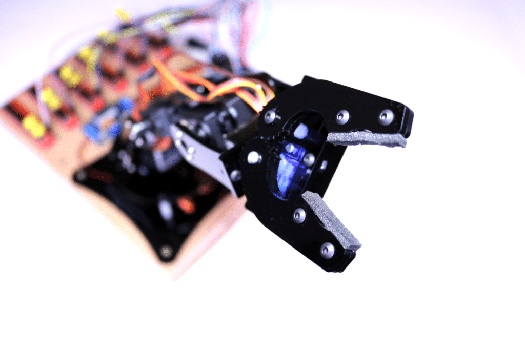 Raspberry Pi Robot Arm with Analog Control | Average Maker